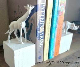 Giraffe Book End